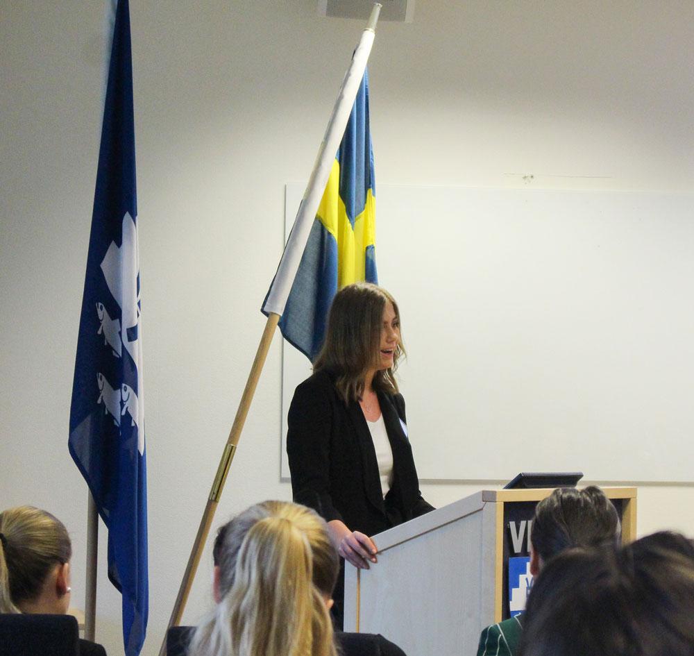Palestinas delegat, Kaja Nebrelius håller öppningstal.