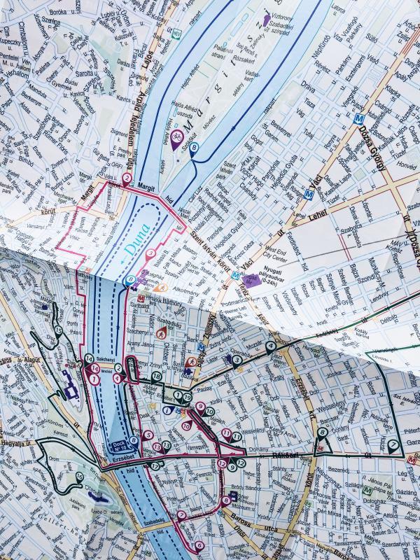 En karta är välbehövligt för att upptäcka en ny storstad.