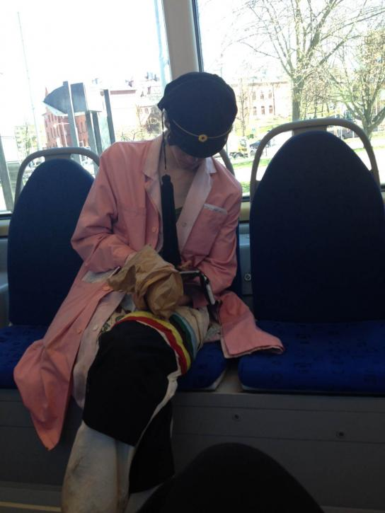 På väg till intervju med blivande medicinstudenter. Inte lätt att veta att man är på rätt spårvagn men denna student på vagnen är en säker anledning att man är på rätt väg!<br /><br />