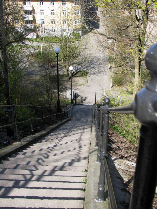 Outdoor walking kan man ägna sig åt i denna backiga stad. Både gratis och garanterat effektivt.