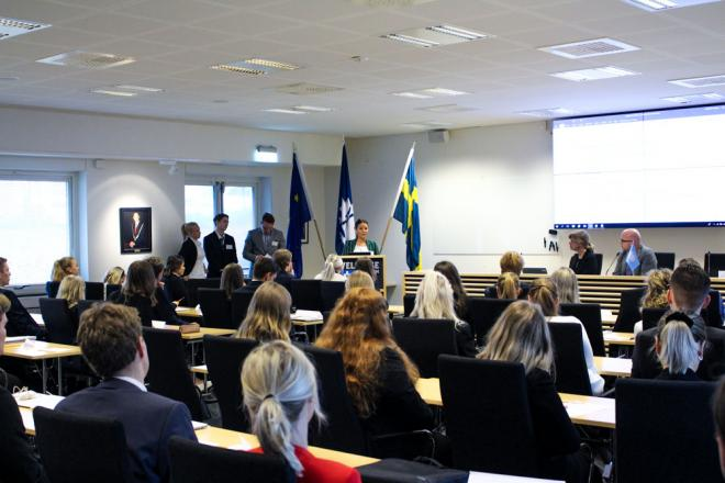 Rysslands delegat Elin Svensson håller sitt öppningstal