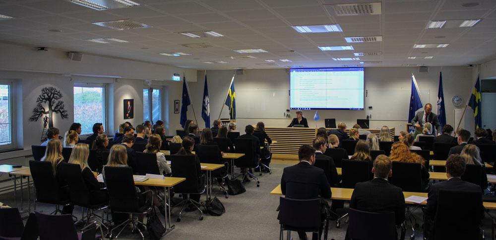 Alla delegationer är samladei kommunhuset på torsdagsmorgonen.